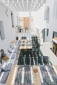A restaurant or other place to eat at Piperaki rooms