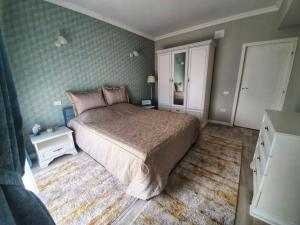 A bed or beds in a room at Evya Luxury Apartment