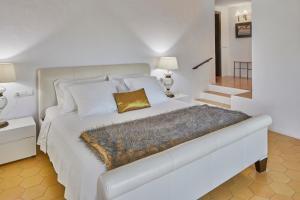 A bed or beds in a room at Bab el Oued Villa Ibiza
