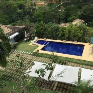 Vista de la piscina de paraiso em secretario o alrededores