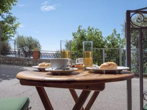 Breakfast options available to guests at Rosemary