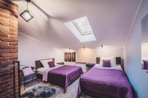 A bed or beds in a room at Apartamenty Świętego Jakuba