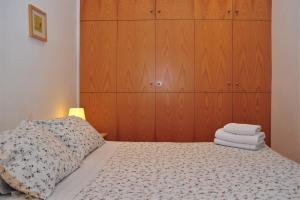 A bed or beds in a room at Apartamentos Bejar