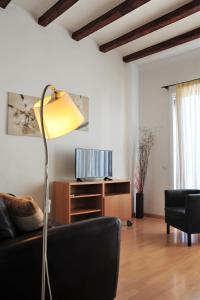A seating area at Apartamentos Bejar