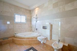 A bathroom at Luxury Pool Penthouse by Airsuite
