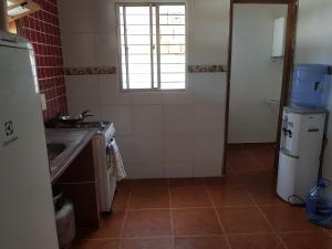 A kitchen or kitchenette at Apartamentos em Peroba