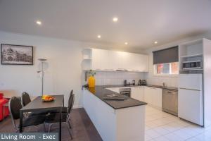 A kitchen or kitchenette at Clocktower Apartment Hotel