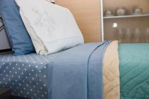 A bed or beds in a room at Penthouse City Apartment