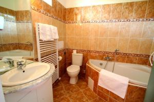 Ванна кімната в Apart Hotel Susa