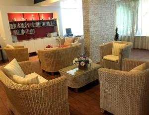 The lounge or bar area at Caravel Hotel Apartments