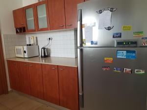 A kitchen or kitchenette at Egoz 23. Ashdod