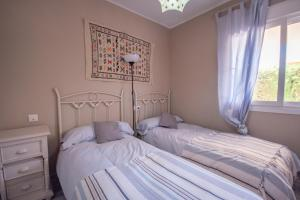 A bed or beds in a room at Ground floor apartment with private garden next to puerto Banús
