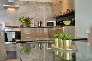 A kitchen or kitchenette at John Buchan House, Peebles