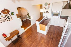 A kitchen or kitchenette at Apartments Musicology