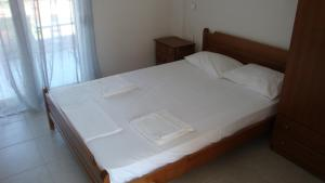 A bed or beds in a room at Villa Giotis