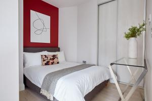 A bed or beds in a room at Sonder — Virginia House