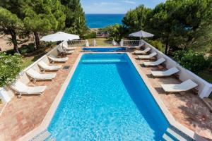 The swimming pool at or near Top Cliff Villa