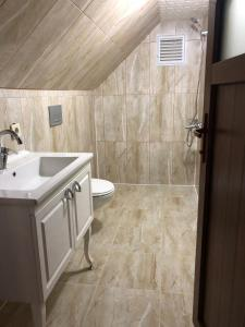 حمام في غولباسي فيلا آند أبارت