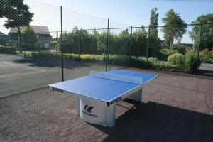 Tennis and/or squash facilities at Park Atlantis or nearby