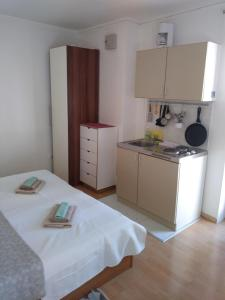 Η κουζίνα ή μικρή κουζίνα στο Apartments Veli Lošinj