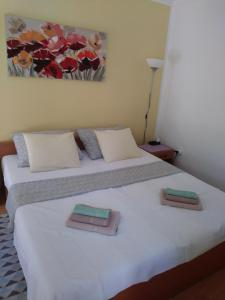 Ένα ή περισσότερα κρεβάτια σε δωμάτιο στο Apartments Veli Lošinj