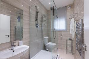 A bathroom at Central London Apartment - Great Location