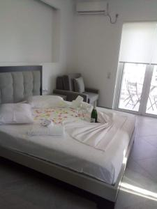 A bed or beds in a room at Mariana Apartments