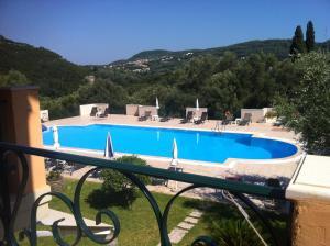 Vista sulla piscina di RoyalRose o su una piscina nei dintorni