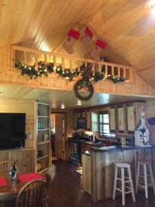 A kitchen or kitchenette at Reindeer Ranch At Round Top