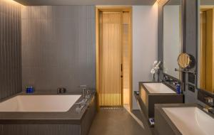 A bathroom at The Residences Caesars Palace Bluewaters
