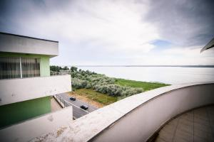 A balcony or terrace at Penthouse de LUX Mamaia Nord Summerland
