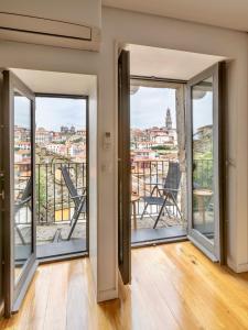 A balcony or terrace at Urban Apartment Casa da Portela