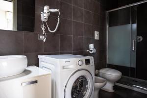 A bathroom at Housing32 Apartments