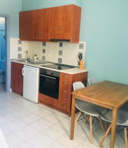 A kitchen or kitchenette at Helios Apartments