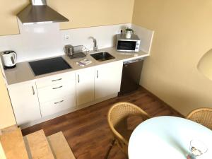 A kitchen or kitchenette at Life Apartments San Vicente