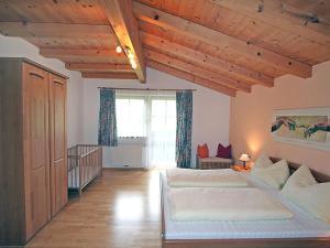 Een bed of bedden in een kamer bij Ferienhaus Flatscher