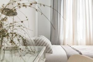 A bed or beds in a room at MODERN AND BRIGHT APARTMENT Plaza Elíptica