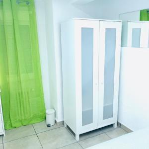 A bathroom at Euro Suite Santiago Bernabeu