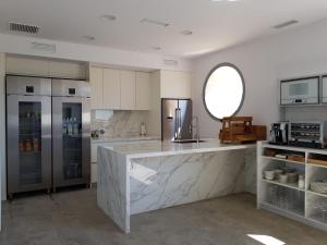 A kitchen or kitchenette at Villa Rainbow Home Mallorca