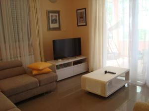 A seating area at Apartments Eja