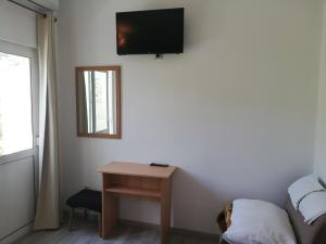 A television and/or entertainment center at Apartmani Roko
