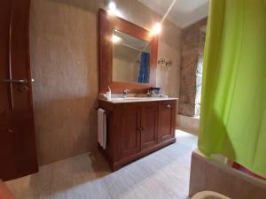 Uma casa de banho em Casa do Cerrado