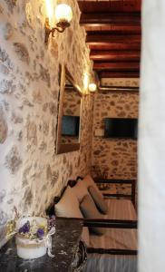 A seating area at Kagiampaki's Cottage Maisonette