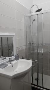 A bathroom at 10 rue victor basch Apartment
