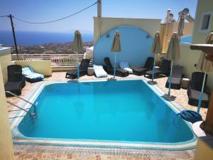 The swimming pool at or near Sky Of Thira