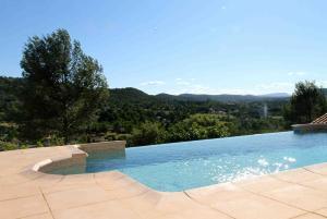 A piscina em ou perto de Villa le Val