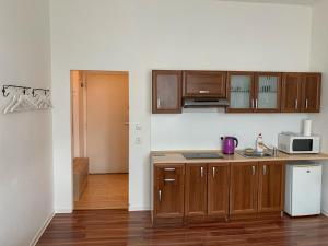 A kitchen or kitchenette at Nice Studio 5min from metro