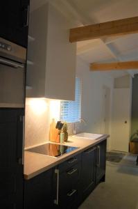 Een keuken of kitchenette bij Buitendijks Genieten