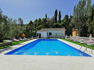 The swimming pool at or near Casa Rural Ruiz Hernando