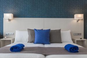 Cama o camas de una habitación en Aparthotel Esquinzo Y Monte Del Mar